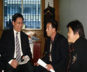 """湖南""""总理批示案""""当事人专程来山东感谢委托律师"""