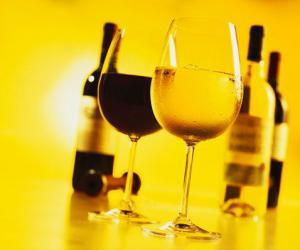 常饮葡萄酒 健康伴您走