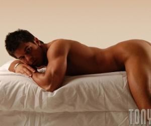 男人裸睡好处多多