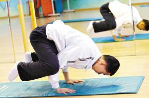 高难度瑜伽动作可致韧带损伤