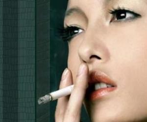 女烟民增多禁烟令难遏
