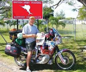 老汉骑摩托车周游世界十年