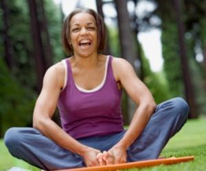 近日大笑瑜伽风靡日本