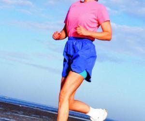 老人多运动可预防骨质疏松