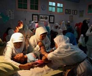 搜医视窗:实拍印尼女子割礼全程